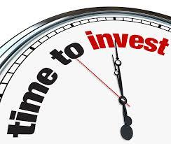 """Reloj que, en lugar de números, tiene la frase """"Hora de invertir"""" para mostrar los beneficios de invertir."""