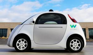 Vehículo autónomo de Waymo con sensores para la conducción, una de las razones para invertir en Google / Alphabet.
